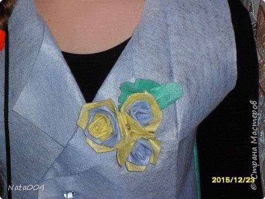 В школу на конкурс. Жилетка и сумочка  из вискозных салфеток, юбка из пакетов для мусора. фото 2