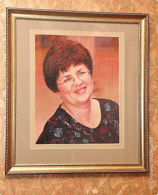 Портрет вышивался в подарок на юбилей коллеге. Работа заняла  без недели 9 месяцев. В работе использовано 98 цветов ниток DMS, общее количество крестов 48000. Раму оформляла тоже полностью сама. Да, и схема тоже моя.