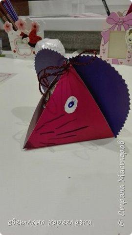 Здравствуйте, дорогие жители Страны Мастеров! Как и все вокруг, мы тоже готовимся к Новому году и Рождеству! Вот такая шоколадница отправилась в подарок учителю танцев моей доченьки! фото 3