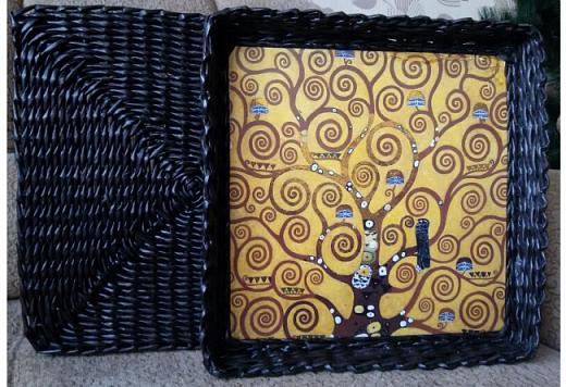 вот и я сплела черные корзины с патиной)  для родственницы в подарок на новый год. хотелось ей что то не обычное... много я перелопатила в интернете картинок чтобы ей угодить. и вот беспроигрышный вариант)  картины густава климта. и под них решился черный цвет.  фото 3