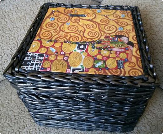 вот и я сплела черные корзины с патиной)  для родственницы в подарок на новый год. хотелось ей что то не обычное... много я перелопатила в интернете картинок чтобы ей угодить. и вот беспроигрышный вариант)  картины густава климта. и под них решился черный цвет.  фото 4