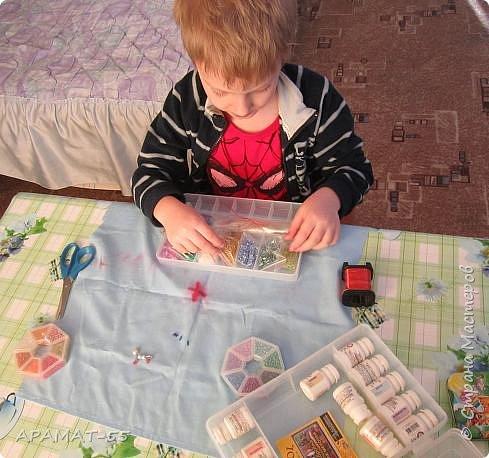 Здравствуйте, здравствуйте.  Хочу показать увлечение моего внука. В садике ходит в группу бисероплетения.  И кое что у него получается. фото 1