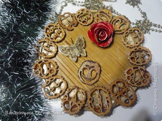 Приветствую  всех  жителей  нашей  прекрасной  Страны  Мастеров  !!!   В  преддверие  Нового  года  закончила  оформлять  сердечко  из  пластинок  маньчжурского  ореха  .  Конечно  же  для  детей , для  семьи  сынули  . фото 9