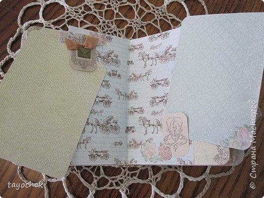 """Всем привет! Сделала миник по МК Светланы Лисициной.У нее был зимний, а у меня был набор бумаги """"Версаль""""- это и определило тему. Я исходила из своих возможностей и материалов, обложка у меня не тканевая, а бумажная, но ткани по теме найти не смогла, а бумага вписалась на мой взгляд. фото 10"""