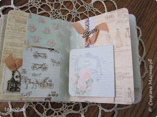 """Всем привет! Сделала миник по МК Светланы Лисициной.У нее был зимний, а у меня был набор бумаги """"Версаль""""- это и определило тему. Я исходила из своих возможностей и материалов, обложка у меня не тканевая, а бумажная, но ткани по теме найти не смогла, а бумага вписалась на мой взгляд. фото 13"""
