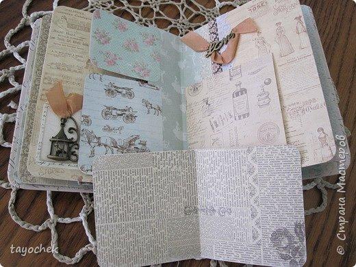 """Всем привет! Сделала миник по МК Светланы Лисициной.У нее был зимний, а у меня был набор бумаги """"Версаль""""- это и определило тему. Я исходила из своих возможностей и материалов, обложка у меня не тканевая, а бумажная, но ткани по теме найти не смогла, а бумага вписалась на мой взгляд. фото 15"""