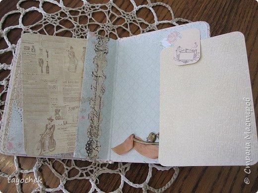 """Всем привет! Сделала миник по МК Светланы Лисициной.У нее был зимний, а у меня был набор бумаги """"Версаль""""- это и определило тему. Я исходила из своих возможностей и материалов, обложка у меня не тканевая, а бумажная, но ткани по теме найти не смогла, а бумага вписалась на мой взгляд. фото 18"""