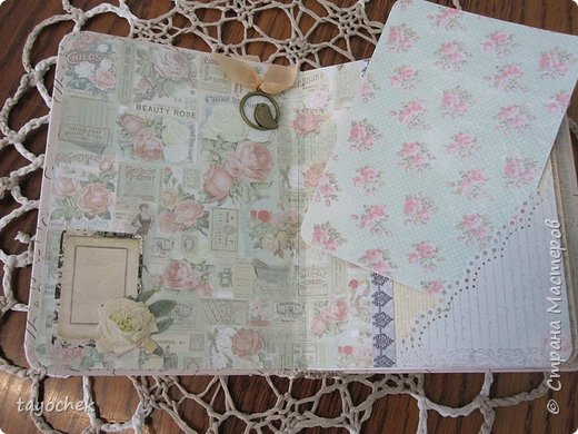 """Всем привет! Сделала миник по МК Светланы Лисициной.У нее был зимний, а у меня был набор бумаги """"Версаль""""- это и определило тему. Я исходила из своих возможностей и материалов, обложка у меня не тканевая, а бумажная, но ткани по теме найти не смогла, а бумага вписалась на мой взгляд. фото 6"""