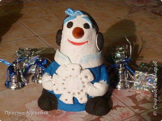 Дорогие и любимые соседи!С Новым годом Вас!Пусть счастье придет в каждый дом!Решила сделать подарки своей бригаде.Синий цвет-это цвет голубого топлива.Поэтому снеговички-газовички. фото 2