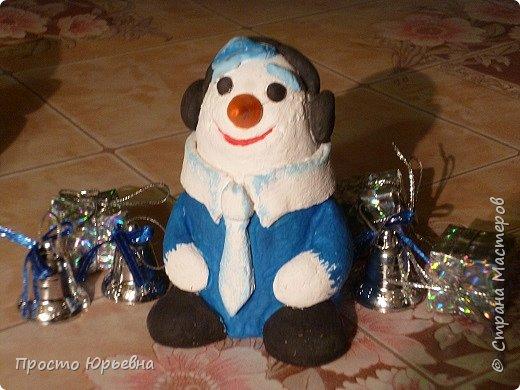 Дорогие и любимые соседи!С Новым годом Вас!Пусть счастье придет в каждый дом!Решила сделать подарки своей бригаде.Синий цвет-это цвет голубого топлива.Поэтому снеговички-газовички. фото 3