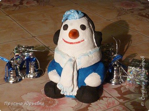 Дорогие и любимые соседи!С Новым годом Вас!Пусть счастье придет в каждый дом!Решила сделать подарки своей бригаде.Синий цвет-это цвет голубого топлива.Поэтому снеговички-газовички. фото 4