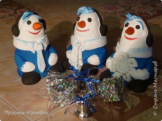 Дорогие и любимые соседи!С Новым годом Вас!Пусть счастье придет в каждый дом!Решила сделать подарки своей бригаде.Синий цвет-это цвет голубого топлива.Поэтому снеговички-газовички. фото 7