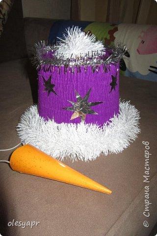 Вот такое нарядное ведерко на голову  для снеговичка сделали в детский сад.  фото 1