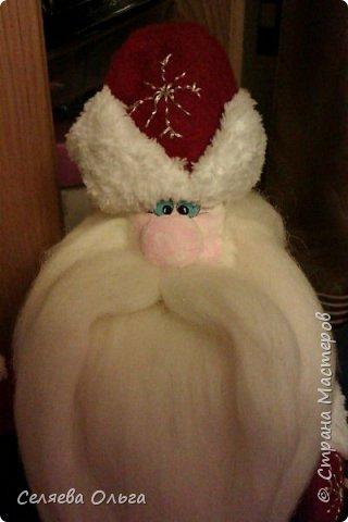 """Захотелось поставить под елочку Деда Мороза, а не Санту. Вот что получилось. Работа выполнена на основе мастер класса Натальи Пауль """"Дед Мороз из флиса"""", его легко найти в интернете. фото 1"""