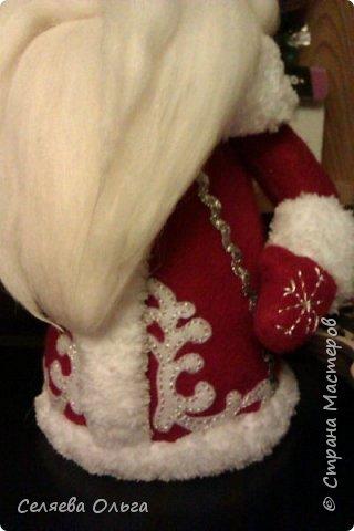 """Захотелось поставить под елочку Деда Мороза, а не Санту. Вот что получилось. Работа выполнена на основе мастер класса Натальи Пауль """"Дед Мороз из флиса"""", его легко найти в интернете. фото 3"""