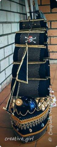 Решила выложить свой второй кораблик из конфет - на этот раз пиратский)) Заказывали на подарок на День Рождения мужчине) Получился немного пузатеньким)) фото 4