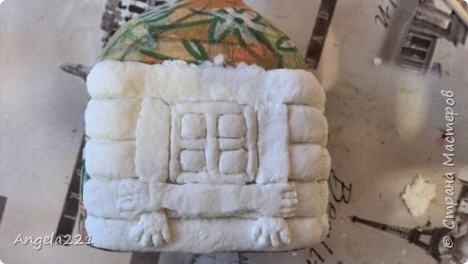 Декор предметов Мастер-класс Новый год Лепка Папье-маше Избушка бабы Яги Бумага Клей Краска Салфетки фото 16