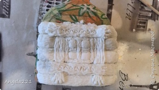 Декор предметов Мастер-класс Новый год Лепка Папье-маше Избушка бабы Яги Бумага Клей Краска Салфетки фото 17
