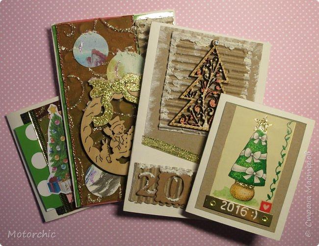"""Сегодня пошел снег. Первый. И хотя я его """"шаманила"""" при помощи новогодних подвесок со снеговиками и падающим снегом, подстраховаться вчера решила еще и новогодними открытками со снегом =) фото 1"""