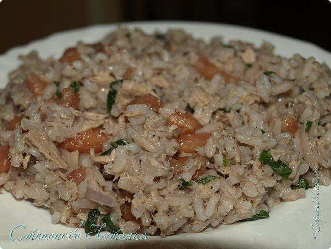 Доброе утро друзья! Спешу поделиться салатом. Хорош и на праздники и на каждый день! В составе салата вкуснейший узбекский рис. Я уже полагаю, что не все его могут купить по ряду причин. Заменить-то его можно, но не будет ни так вкусно, ни так полезно((( Замените его просто белым пропаренным или смесью или коричневым рисом. фото 1