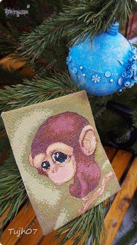 """""""Пусть Обезьянка в лапках подарки принесет! И будет самым сладким чудесный Новый год!""""  Еще раз о моих подарках, которые готовились мной, вместе с сыном, с мужем в презенты, поздравления, угощения в школу, на работу...  А эту милую грустную обезьянку отшила недавно и надеюсь Новый год ее развеселит и одарит множеством подарков! фото 1"""