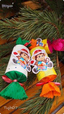 """""""Пусть Обезьянка в лапках подарки принесет! И будет самым сладким чудесный Новый год!""""  Еще раз о моих подарках, которые готовились мной, вместе с сыном, с мужем в презенты, поздравления, угощения в школу, на работу...  А эту милую грустную обезьянку отшила недавно и надеюсь Новый год ее развеселит и одарит множеством подарков! фото 5"""