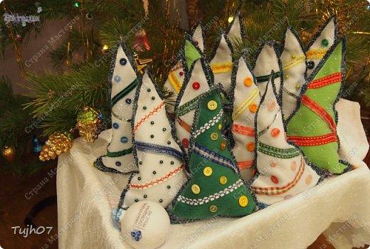 """""""Пусть Обезьянка в лапках подарки принесет! И будет самым сладким чудесный Новый год!""""  Еще раз о моих подарках, которые готовились мной, вместе с сыном, с мужем в презенты, поздравления, угощения в школу, на работу...  А эту милую грустную обезьянку отшила недавно и надеюсь Новый год ее развеселит и одарит множеством подарков! фото 6"""