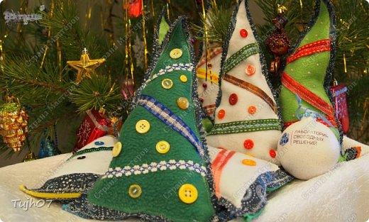 """""""Пусть Обезьянка в лапках подарки принесет! И будет самым сладким чудесный Новый год!""""  Еще раз о моих подарках, которые готовились мной, вместе с сыном, с мужем в презенты, поздравления, угощения в школу, на работу...  А эту милую грустную обезьянку отшила недавно и надеюсь Новый год ее развеселит и одарит множеством подарков! фото 7"""