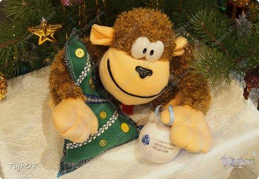 """""""Пусть Обезьянка в лапках подарки принесет! И будет самым сладким чудесный Новый год!""""  Еще раз о моих подарках, которые готовились мной, вместе с сыном, с мужем в презенты, поздравления, угощения в школу, на работу...  А эту милую грустную обезьянку отшила недавно и надеюсь Новый год ее развеселит и одарит множеством подарков! фото 8"""