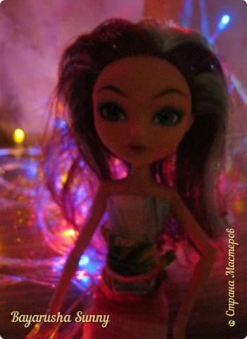 Всем Большой Новогодний ПРИВЕТ!!! Сегодня родители купили мне на Новый Год Мэдлин Хэттер!!!! УраАаАааааа!!!!! Эту куклу я еще в числах 20--ых видела, но там еще была Браер Бьюти...я вчера поехала в город, там искала кого-нибуд  ЭАХ, нашла не шарнирки... Сегодня под вечер хотела купить Браер, но ее уже купили....Но зато Мэдди осталась!!! И вот мояяяя!!!! Ураааа, так хотела кого-нибудь из эах...!!!! Урааааа теперь есть и вторая шарнирка!!!!!!!!! Так рада!  Предлагайте красивые, необычные имена!!!! или так оставить..??  P.S Ёлочку сама делала!!!! (первую еще сестрёнке подарила) :) :*) фото 3