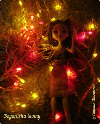 Всем Большой Новогодний ПРИВЕТ!!! Сегодня родители купили мне на Новый Год Мэдлин Хэттер!!!! УраАаАааааа!!!!! Эту куклу я еще в числах 20--ых видела, но там еще была Браер Бьюти...я вчера поехала в город, там искала кого-нибуд  ЭАХ, нашла не шарнирки... Сегодня под вечер хотела купить Браер, но ее уже купили....Но зато Мэдди осталась!!! И вот мояяяя!!!! Ураааа, так хотела кого-нибудь из эах...!!!! Урааааа теперь есть и вторая шарнирка!!!!!!!!! Так рада!  Предлагайте красивые, необычные имена!!!! или так оставить..??  P.S Ёлочку сама делала!!!! (первую еще сестрёнке подарила) :) :*) фото 7