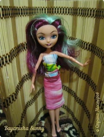 Всем Большой Новогодний ПРИВЕТ!!! Сегодня родители купили мне на Новый Год Мэдлин Хэттер!!!! УраАаАааааа!!!!! Эту куклу я еще в числах 20--ых видела, но там еще была Браер Бьюти...я вчера поехала в город, там искала кого-нибуд  ЭАХ, нашла не шарнирки... Сегодня под вечер хотела купить Браер, но ее уже купили....Но зато Мэдди осталась!!! И вот мояяяя!!!! Ураааа, так хотела кого-нибудь из эах...!!!! Урааааа теперь есть и вторая шарнирка!!!!!!!!! Так рада!  Предлагайте красивые, необычные имена!!!! или так оставить..??  P.S Ёлочку сама делала!!!! (первую еще сестрёнке подарила) :) :*) фото 8
