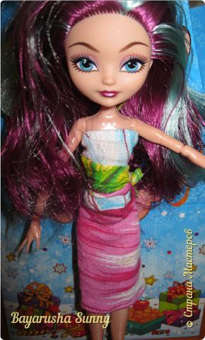 Всем Большой Новогодний ПРИВЕТ!!! Сегодня родители купили мне на Новый Год Мэдлин Хэттер!!!! УраАаАааааа!!!!! Эту куклу я еще в числах 20--ых видела, но там еще была Браер Бьюти...я вчера поехала в город, там искала кого-нибуд  ЭАХ, нашла не шарнирки... Сегодня под вечер хотела купить Браер, но ее уже купили....Но зато Мэдди осталась!!! И вот мояяяя!!!! Ураааа, так хотела кого-нибудь из эах...!!!! Урааааа теперь есть и вторая шарнирка!!!!!!!!! Так рада!  Предлагайте красивые, необычные имена!!!! или так оставить..??  P.S Ёлочку сама делала!!!! (первую еще сестрёнке подарила) :) :*) фото 10