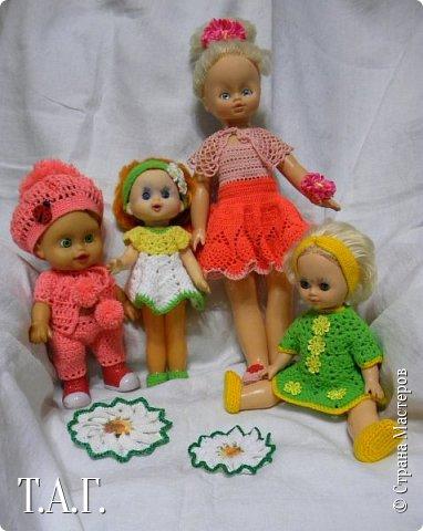 """В социальных сетях на страничках Центра культуры г. Чердыни появилось объявление: Центр культуры приглашает  принять участие  в выставке «Модный приговор». """"Дорогие наши рукодельницы, если у вас есть куклы, и вы вяжите, и шьёте для них одежду, мы с удовольствием  покажем ваши работы на нашей новой выставке."""" Открою секрет, что название выставки подсказала я, а меня надоумила Людмила (Милалюдям ), прокомментировав конкурсную работу """"...Наташка- звучит как лесная ромашка..."""" ( https://stranamasterov.ru/node/964086?k=all&u=6975 )   фото 1"""