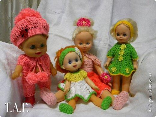 """В социальных сетях на страничках Центра культуры г. Чердыни появилось объявление: Центр культуры приглашает  принять участие  в выставке «Модный приговор». """"Дорогие наши рукодельницы, если у вас есть куклы, и вы вяжите, и шьёте для них одежду, мы с удовольствием  покажем ваши работы на нашей новой выставке."""" Открою секрет, что название выставки подсказала я, а меня надоумила Людмила (Милалюдям ), прокомментировав конкурсную работу """"...Наташка- звучит как лесная ромашка..."""" ( https://stranamasterov.ru/node/964086?k=all&u=6975 )   фото 13"""