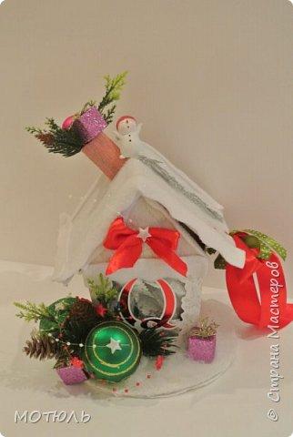 Вот и наступает Новый год. В этом году я работала по заказам , до самого последнего дня, представляете за подарками родным пришлось бежать сегодня по магазинам( правда часть я сшила сама) С НОВЫМ ГОДОМ!!!  Новогодние домики  на коробке конфет в этом году хит продаж фото 3