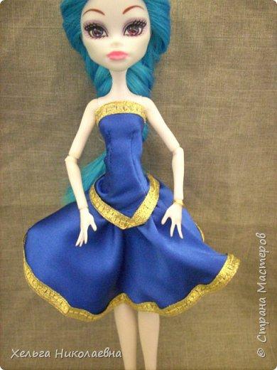 С Новым годом Страна Мастеров! Желаю всем счастья,здоровья,много творческих идей и материалов и времени на их реализацию. Перепрошила куколке волосы( обряд посвещения в нашу куклосемью). Сшила костюм и смастерила обувь. фото 2