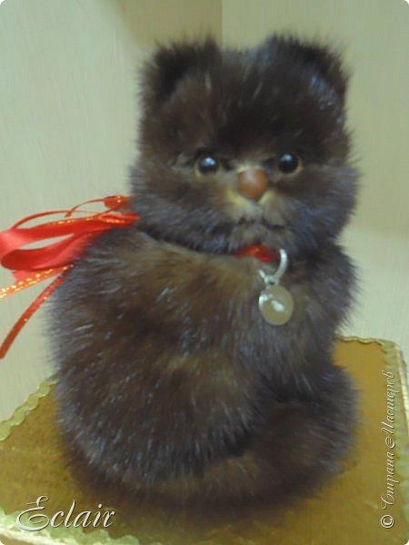 Котенок из меха норки наклеенной на основу из пенопласта.  фото 4