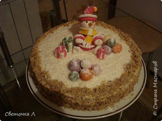С Новым годом!!! Мой тортик. Фигурки из мастики (первый опыт).