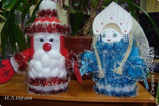 """Здравствуйте,дорогие жители страны! С Новым Годом всех вас!!! Всем здоровья, счастья, любви и мирного неба над головой!!! Вот такой символ нового года мы своим коллективом смастерили на конкурс """"Лучшая игрушка"""", и заняли первое место:-) Дед Мороз cделан по МК Nuha https://stranamasterov.ru/user/52892, а Снегурочка по аналогии."""