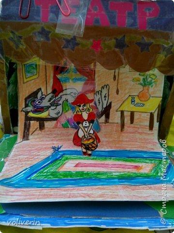 """И снова здравствуйте, этот театр делали месяца три назад и детского питания и цветной бумаги. Деревья, кусты, грибы, наклеены """"стоя"""" за ними можно ходить. фото 4"""