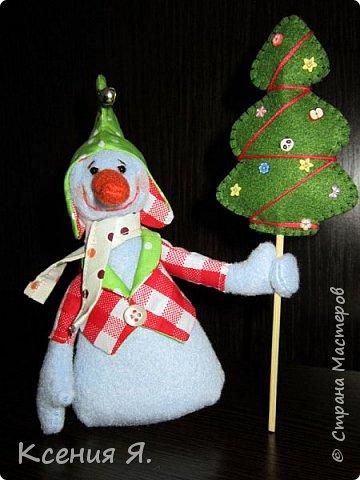 Вот такие новогодние сувенирные игрушки уехали жить к друзьям в новогоднюю ночь.  Снеговик сделан по замечательному мастер-классу, найденному в нашей стране: https://stranamasterov.ru/node/667130 фото 1