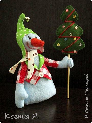 Вот такие новогодние сувенирные игрушки уехали жить к друзьям в новогоднюю ночь.  Снеговик сделан по замечательному мастер-классу, найденному в нашей стране: https://stranamasterov.ru/node/667130 фото 2
