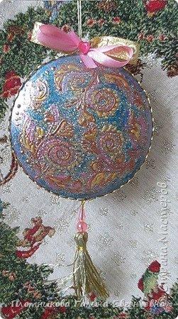 Кроме пластиковых шаров, набрела на медальоны. Декупаж распечатками, контуры, трафареты,тесьма. фото 9