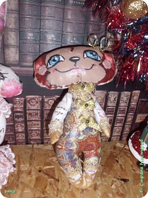 Что то понесло меня на игрушки в этом году... Поставила себе цель украсить елку своими игрушками. А это не успела доделать фальшкамин- доделаю покажу. фото 4