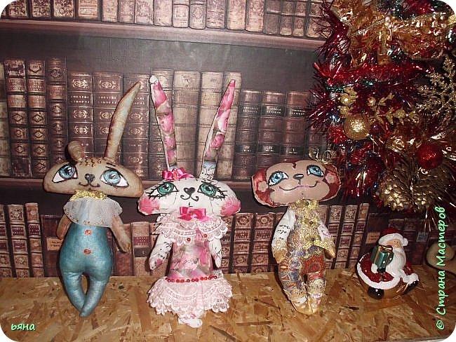 Что то понесло меня на игрушки в этом году... Поставила себе цель украсить елку своими игрушками. А это не успела доделать фальшкамин- доделаю покажу. фото 2