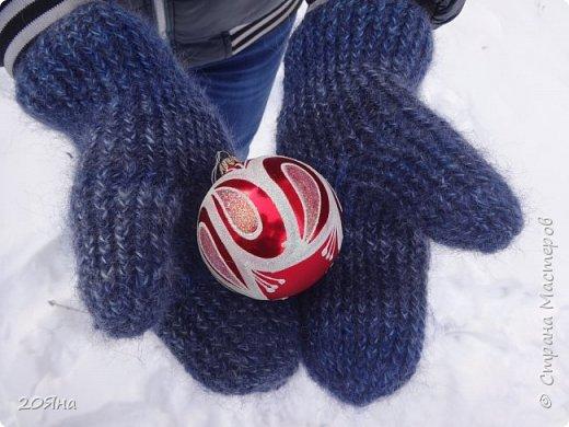 Здравствуйте, дорогие мастера и мастерицы! За окном - мороз, снег и ветер, самое время позаботиться о любимых ручках, связать для них красивые одежки!  фото 3