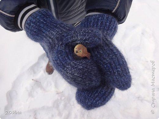 Здравствуйте, дорогие мастера и мастерицы! За окном - мороз, снег и ветер, самое время позаботиться о любимых ручках, связать для них красивые одежки!  фото 4
