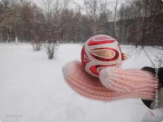 Здравствуйте, дорогие мастера и мастерицы! За окном - мороз, снег и ветер, самое время позаботиться о любимых ручках, связать для них красивые одежки!  фото 10
