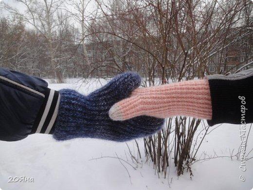Здравствуйте, дорогие мастера и мастерицы! За окном - мороз, снег и ветер, самое время позаботиться о любимых ручках, связать для них красивые одежки!  фото 7